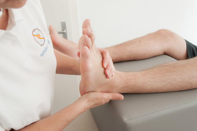 Anwendung der Fußtherapie der Physiotherapie Praxis mensana•med in Köln
