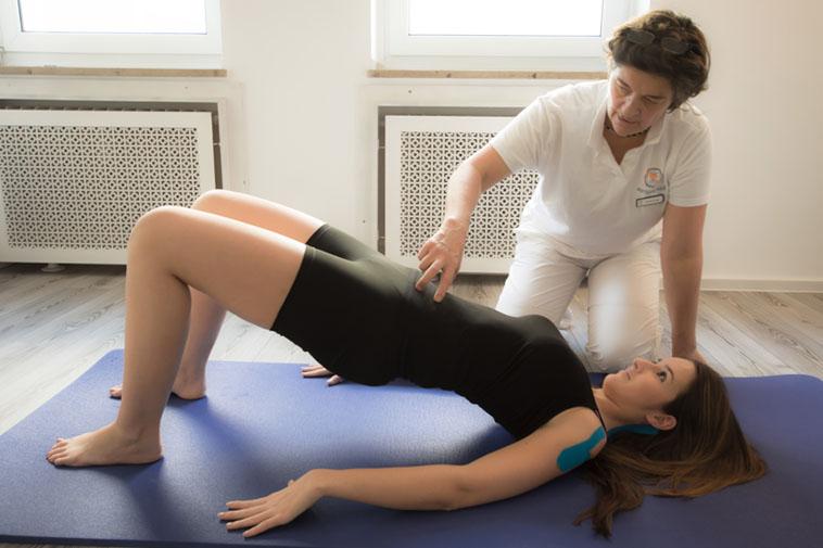 Anwendung der Krankengymnastik der Physiotherapie Praxis mensana•med in Köln