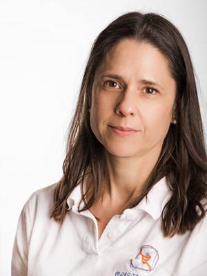 Porträt Simone Peters von der Physiotherapie Praxis mensana•med in Köln